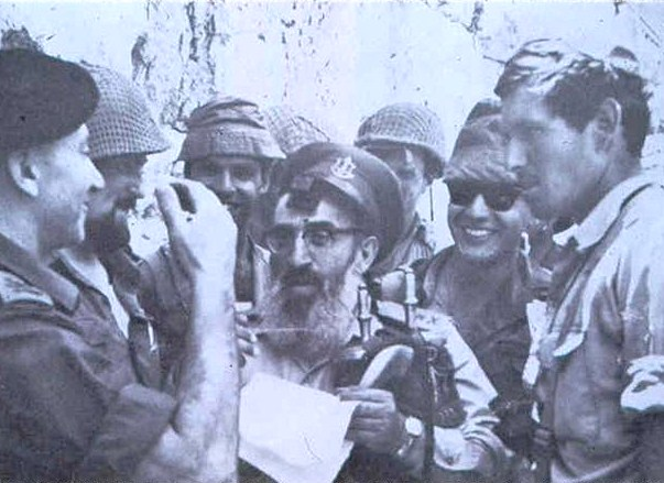 Rabbi Kook with paratroopers at the Kotel.