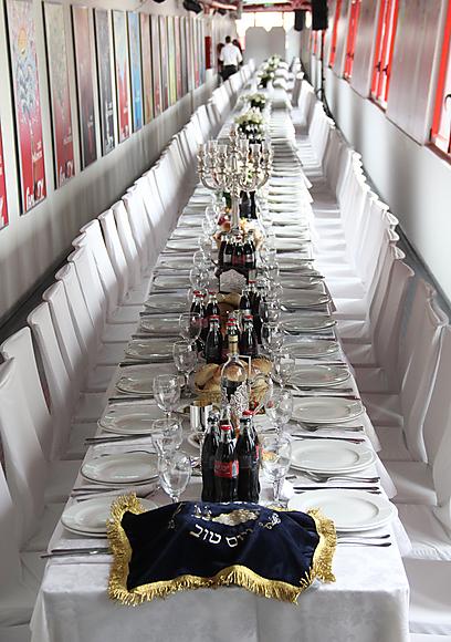 The longest Shabbat table ever?