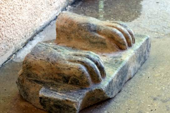The feet of the Mycerinius sphinx.