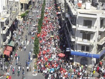 "The ""anti-peace negotiations"" march in Ramallah yesterday (photo source: Maan)."