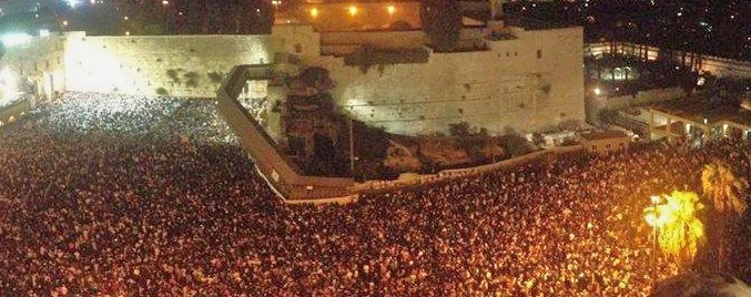 Part of the 500,000 who packed into the Kotel last night (picture source: Dan Toledano).