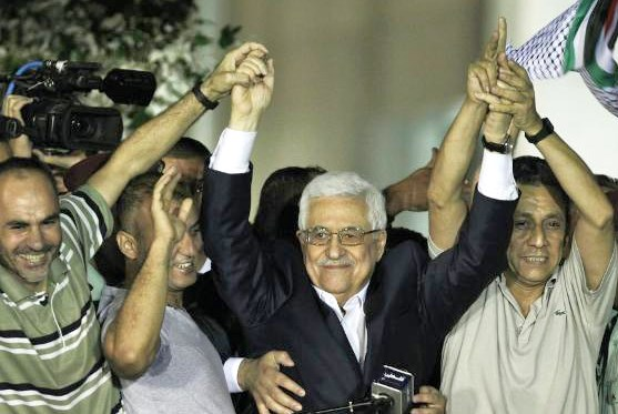 "Flanked by ax-murderers, hatchet killers, stranglers, and killers who burned Israelis alive and shot them, Mahmoud Abbas welcomes the ""heroes"" to Ramallah last night (picture: Yahoo)."