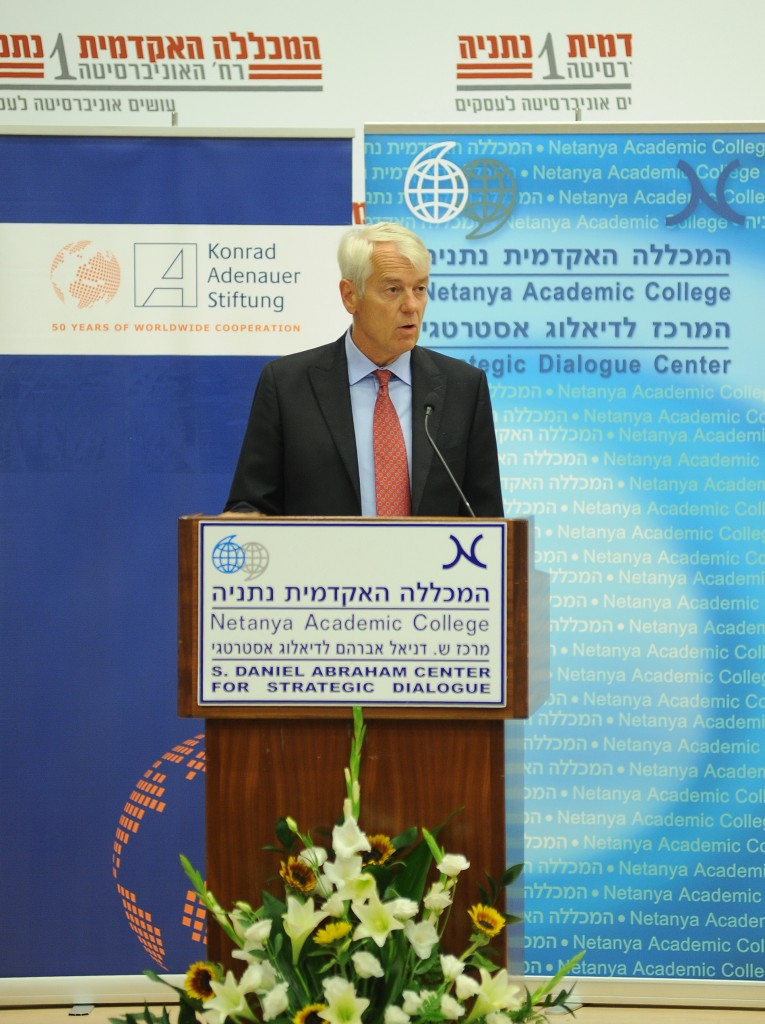 Lars Faaborg-Andersen speaking at Netanya Academic College (picture source: