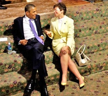 Obama relaxes with his top advisor--Iranian born Valerie Jarrett (picture: breitbart.com)