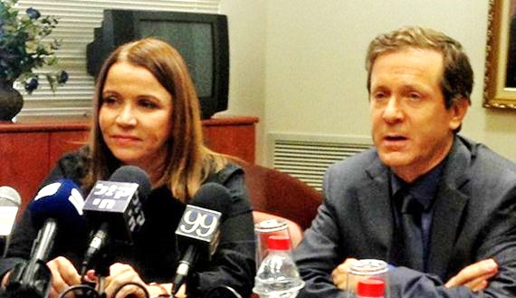 Yachimovich (left) and Herzog. Yachimovich has been voted out (picture: al-monitor).