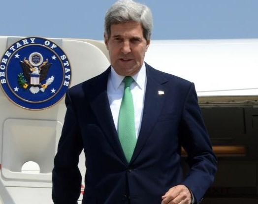 "Kerry steps off the plane yesterday in Tel Aviv. In a region where everything symbolizes something, your humble servant leaves it to you to deduce the meaning of the ""green"" tie (picture source: Times of Israel)."