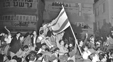 Celebrating in the streets on November 29, 1947 (picture: findingdulcinea.com).