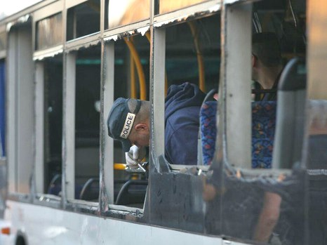 A policeman checks a blown-out window on the Bat Yam bus this afternoon (picture: Walla).