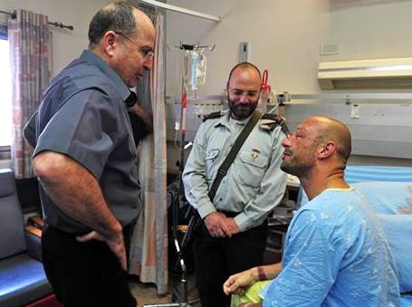 The hypocritical Ya'alon (left) visiting Klein in the hospital in Beersheva. He just gave orders that ensure that more IDF soldiers and Israeli civilians will end up blinded or worse in Israeli hospitals.