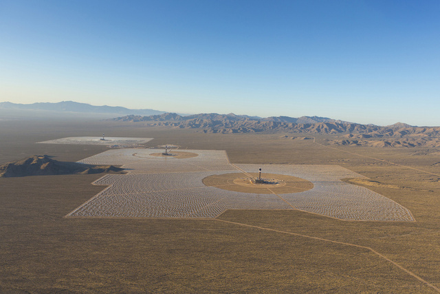 A long view of Ivanpah (all pictures in today's blog courtesy of Gizmodo).