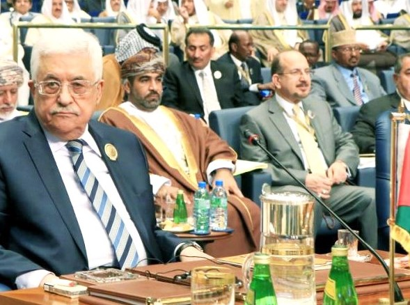 Mahmoud Abbas, the chairman of the PLO, at the Arab League summit in Kuwait yesterday (photo AFP).