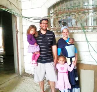 A happy family moves in (picture: Observation Agency).