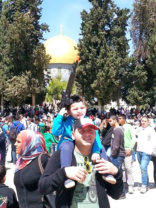 Why do the Jerusalem Police permit this? (picture: rotter).
