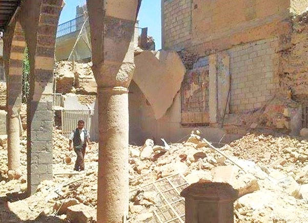 A Syrian walks through the rubble of the Eliahu Hanebi synagogue (photo: the Daily Beast).