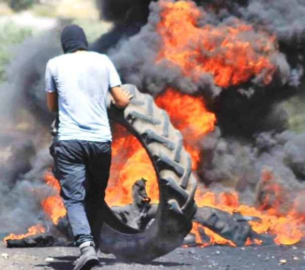 Israeli motorists often find themselves faced, as yesterday, with spikes on the road and burning tires (picture source embedded).