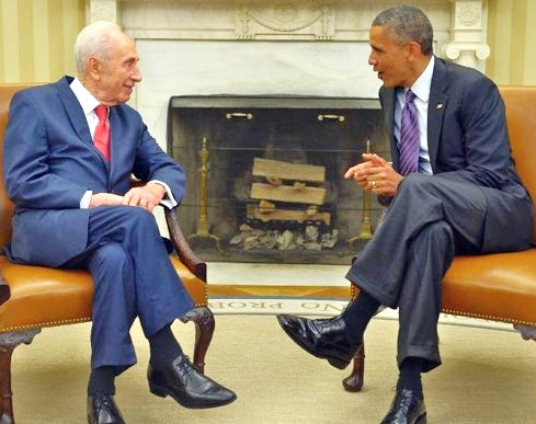 Shimon Peres with his best friend yesterday in the White House. Two Nobel Peace Prize winners--neither of which deserved it (picture: newslocker.com).