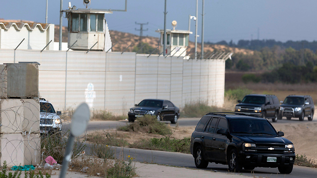 The Hamdallah entourage passing through the Erez Crossing.