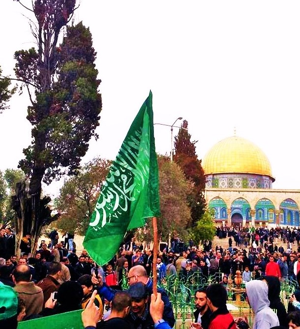 A march of more than 1000 Hamas supporters on the Har HaBeit today (photo: rotter).