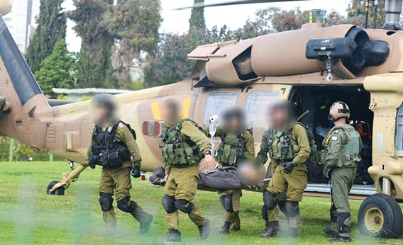 The helicopter carrying the wounded IDF soldier arrives at Soroka today. Faces have been blurred for security reasons (photo: ynet).