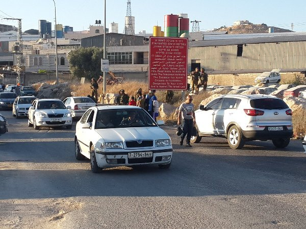 Cars and pedestrians moving in and out of Hevron with no problem.