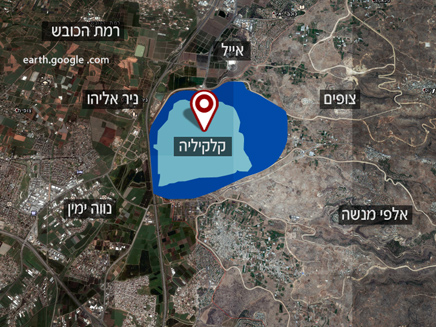The light blue area is current Qalqilya. The dark blue area is the part of Area C being given away.