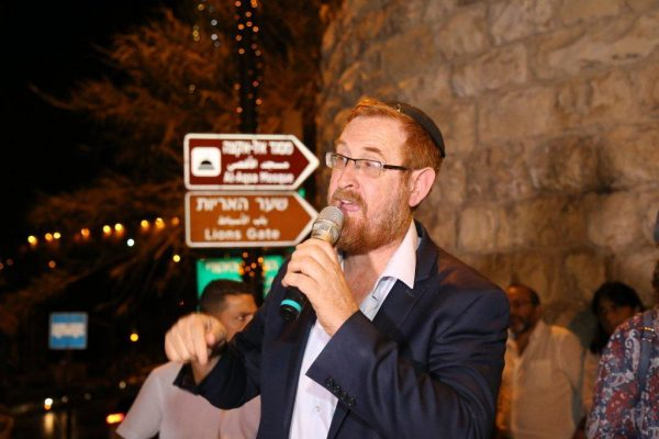 Rabbi Yehuda Glick speaking to the crowd in front of the Lion's Gate (photo: Gerson Ellison).