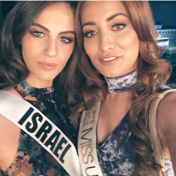 Miss Iraq (right) posing for a selfie with Miss Israel at the most recent Miss Universe contest.