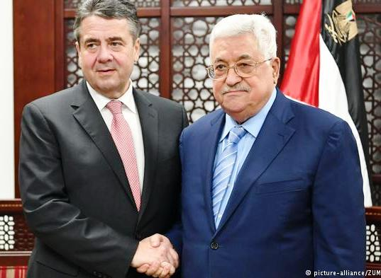 Slime and slime. German FM Sigmar Gabriel and PLO Chairman Mahmoud Abbas in Ramallah today (picture source on photo).