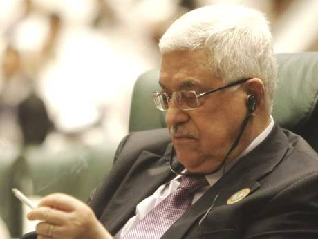 Chain-smoking arch-terrorist Abbas at a recent meeting of the Gulf Council (photo: Gulf News).